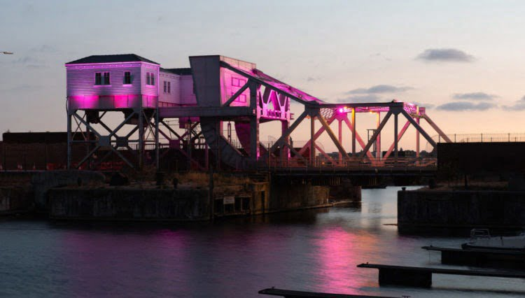 Bascule-bridge-in-pink-e1531501562922