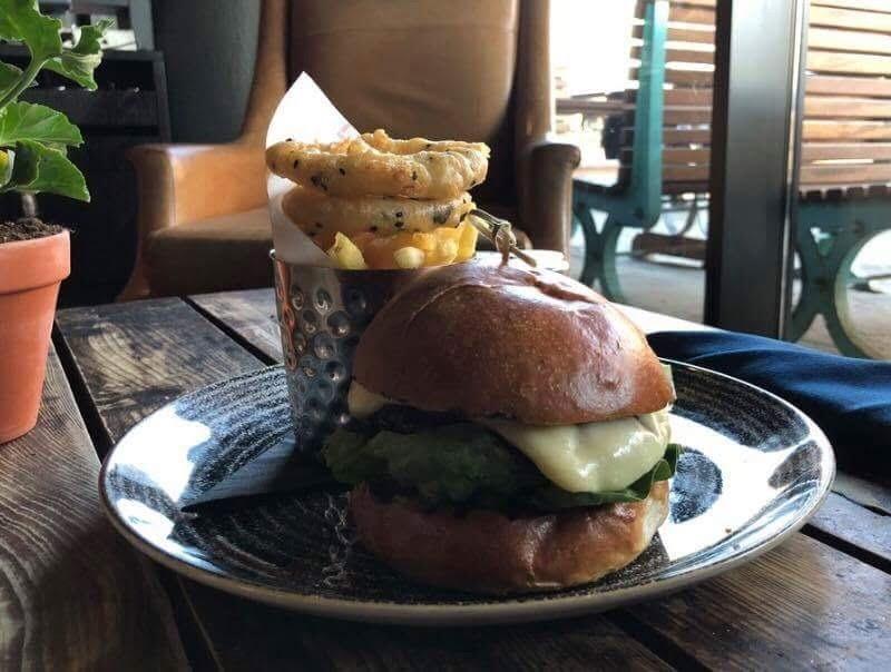 Titanic Hotel Burger